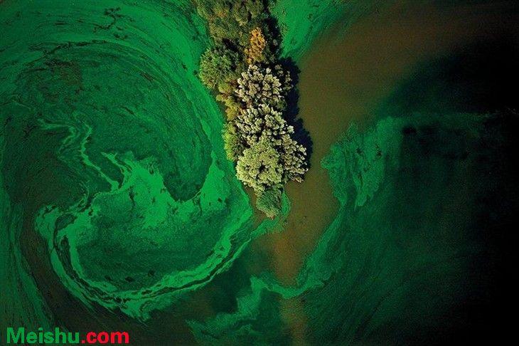 油画般超现实摄影 揭示人类工业破坏自然