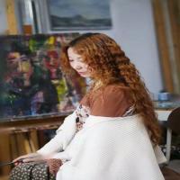 这么优雅的美女画家依洋,画风竟如此狂妄呀!