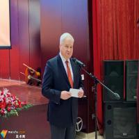 俄罗斯功勋画家伊万.格里戈里耶维奇.乌拉洛夫向中国美术馆赠画