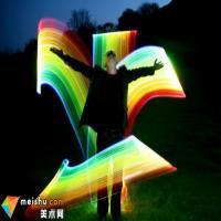 艺术家创造色彩绚丽光线雕塑 只可保持30秒