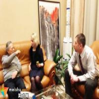 画家姚治华应邀接受白俄罗斯记者专访
