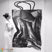 澳大利亚姑娘CJ Hendry一幅画耗时200个小时,她的画只有黑白,却价值50000美金