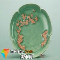 青釉露胎堆塑月影梅纹葵口盘赏析
